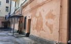 В Караганде устраняют недочеты ремонта фасада в жилом доме по проспекту Бухар-Жырау