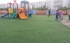 На детских площадках Караганды заменили искусственное покрытие