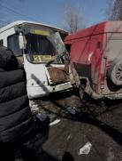 В Караганде при лобовом столкновении скончался водитель микроавтобуса