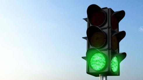 Мужчины вывели из строя светофор в Караганде