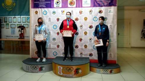 Спортсменка из Темиртау завоевала три медали на республиканском чемпионате по пулевой стрельбе
