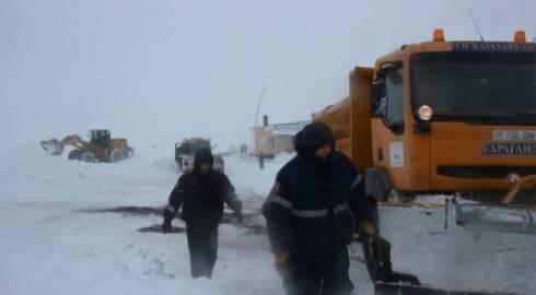 Выезжающих на трассу во время снежных заносов предложили штрафовать в РК
