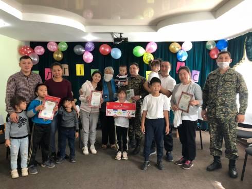 Многодетные семьи Карагандинских военнослужащих получили поздравления