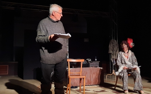 Встреча с бывшим: в ТЮЗе Темиртау прочитали пьесу «Старая Зайчиха»