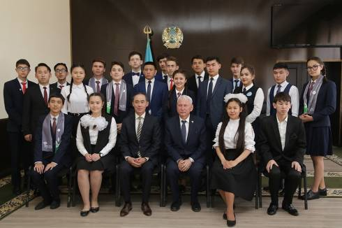 20 одарённых детей Карагандинской области наградили памятными подарками