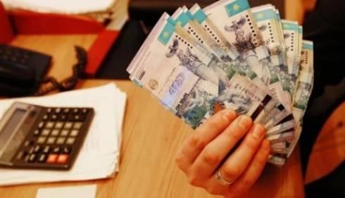 Парламент принял закон о повышении зарплаты казахстанцам с 1 июня