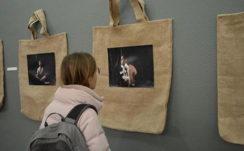 В Караганде прошла выставка «Монолог 33». Фоторепортаж