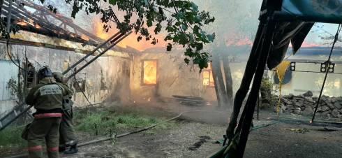В Карагандинской области загорелся гостиничный комплекс «Ясная сказка»