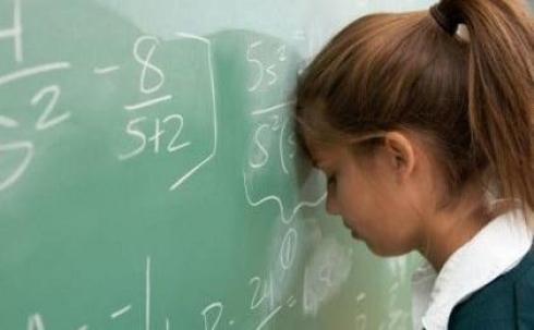 Карагандинские дети портят в школах зрение, осанку и зубы
