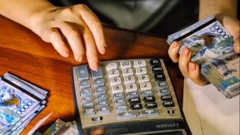 Налог снизят для казахстанцев с зарплатой меньше 240 тысяч тенге