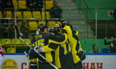 «Сарыарка» одолела «Сокол» в матче ВХЛ