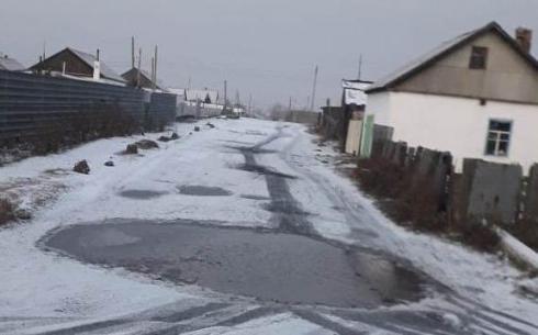 В поселке Уштобе близ Караганды не ремонтируют дороги