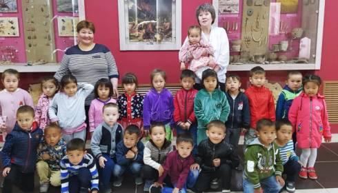 Суды Карагандинской области поздравили детей с предстоящим праздником