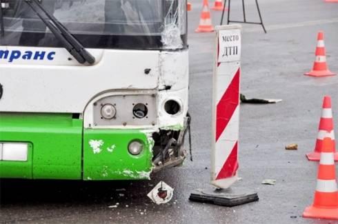 В Караганде произошло ДТП с участием общественного транспорта