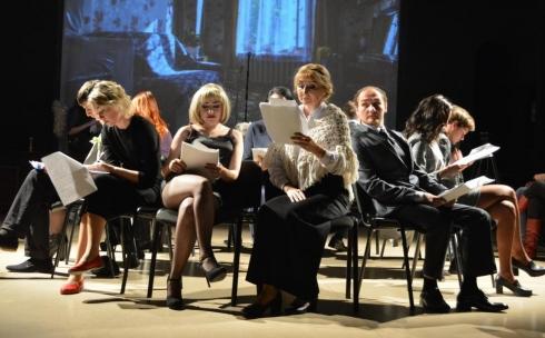 Правда со сцены театра: в темиртауском ТЮЗе прочитали пьесу «Тот самый день»