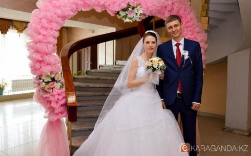 Портал Ekaraganda.kz поздравляет молодожёнов, заключивших брак 2 мая 2015 года