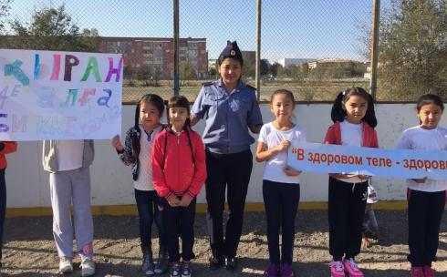 Карагандинские полицейские показали детям приемы самообороны