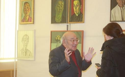В Карагандинском музее изобразительного искусства открылась выставка  художника Куаныша Есиркеева