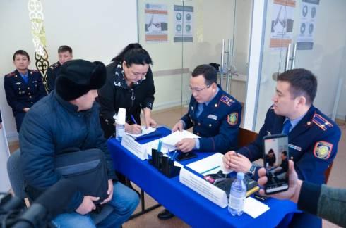 Сотни владельцев авто с иностранными номерами обратились к полицейским в Караганде