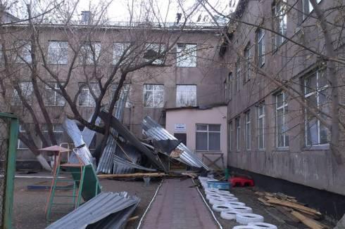 В Карагандинской области произошли 4 случая срыва кровли зданий