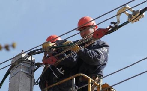 В 2018 году ТОО «Қарағанды Жарық» выполнило реконструкцию и капитальный ремонт почти 300 километров линий электропередачи