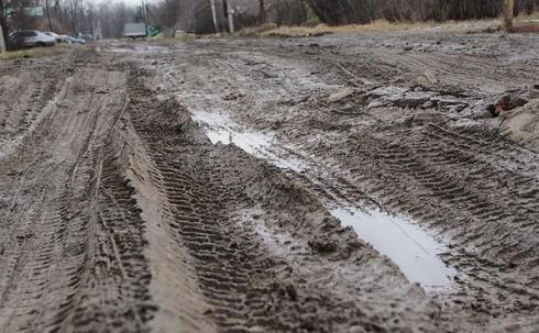 В поселке Уштобе отремонтируют внутрипоселковые дороги и продолжают проверять качество воды