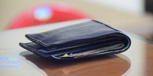 Десятки кошельков и телефонов украл карманник в торговых домах в Караганде