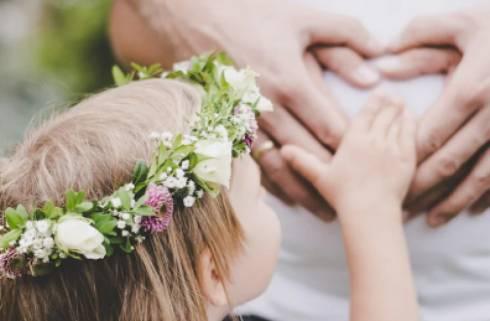 «Заставляет выбирать»: карагандинец не разрешает жене видеться с дочкой от первого брака