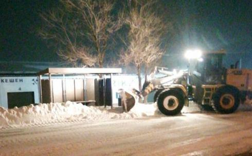 В Караганде коммунальные службы продолжают работу по очистке улиц от снега