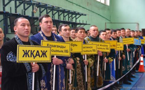 Более 150 борцов-палуанов правоохранительных и силовых структур Карагандинской области померились силами в «қазақ күресі»