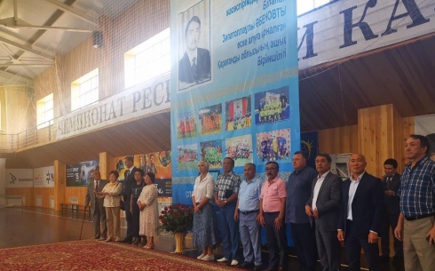 В Караганде депутаты посетили открытие турнира по мини-футболу