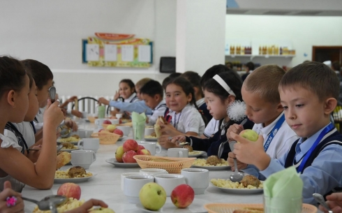 Школьное питание для учеников младших классов станет бесплатным в 2020 году в Карагандинской области