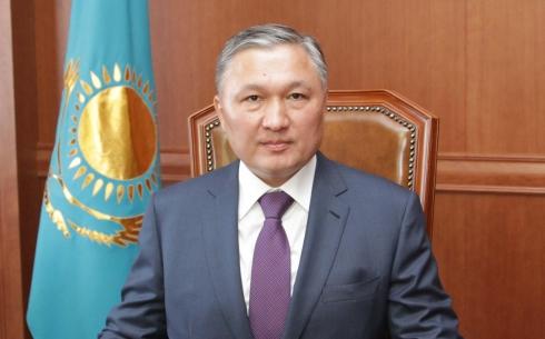 Нурмухамбет Абдибеков обеспокоен текучестью кадров в государственных структурах Карагандинской области