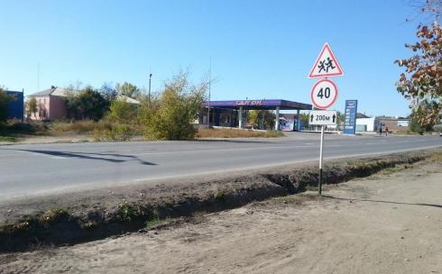 В Караганде при капитальном ремонте дороги закатали асфальтом колодцы