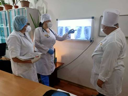 Чтобы не забывали о туберкулезе: тяжелобольного пациента выходили тюремные врачи Караганды