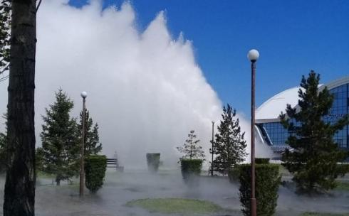 В Караганде Юго-Восток в районе Ледового дворца залило водой