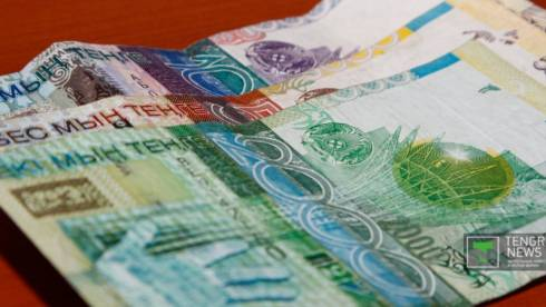 С 1 февраля в Казахстане перестанут принимать банкноты