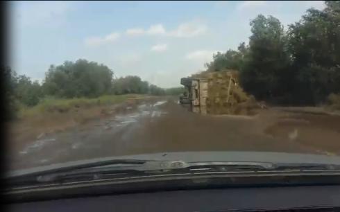 Карагандинцы жалуются на разрушенные большегрузами городские дороги