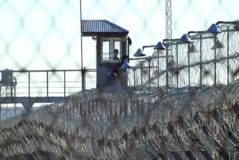 Сотрудник изолятора осужден за организацию свиданий между заключенными в Караганде