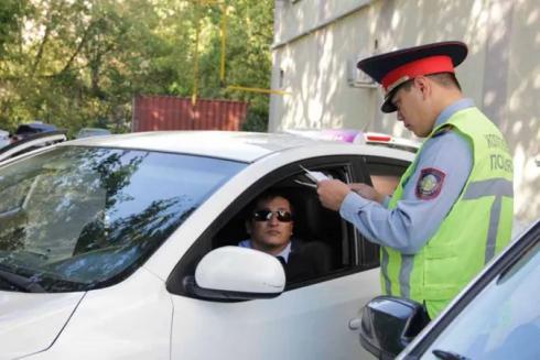 Водителям в Казахстане позволят ездить без прав