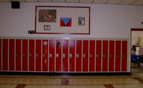 В Карагандинских школах индивидуальные шкафчики в первую очередь установят для учащихся начальных классов
