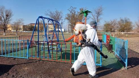 Работы по дезинфекции мест массового скопления людей начались в Карагандинской области