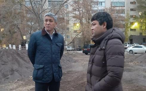 Аким Караганды осмотрел благоустраиваемые дворы города