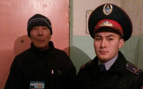 Карагандинские полицейские проводят поквартирные обходы
