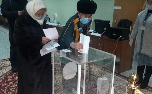 Один из старейших жителей Караганды проголосовал на выборах