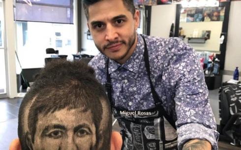 Прически с изображением GGG делает парикмахер в США