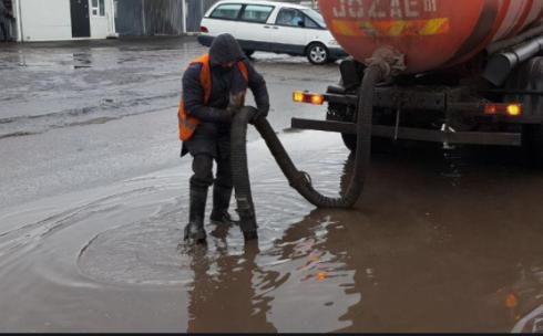 В Караганде из-за погодных условий произошло затопление и частичное повреждение магистрального трубопровода