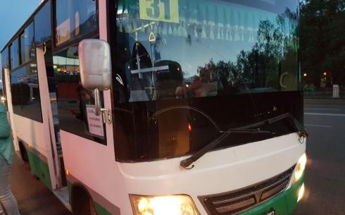 В Караганде кондуктор выгнал из маршрутки пассажиров с проездными билетами