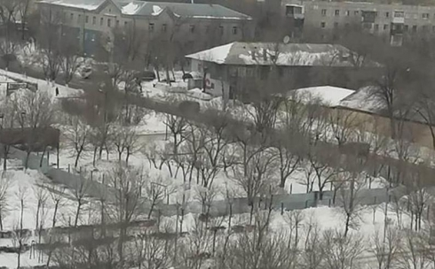 Карагандинцев смутили огороженные участки по улице Ержанова