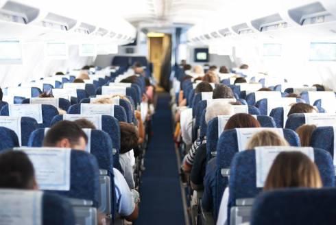 За курение на борту 32-летнюю женщину сняли с авиарейса в Караганде